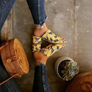 🚨LAST PAIR!!//The Chica//Yellow banana print Mule